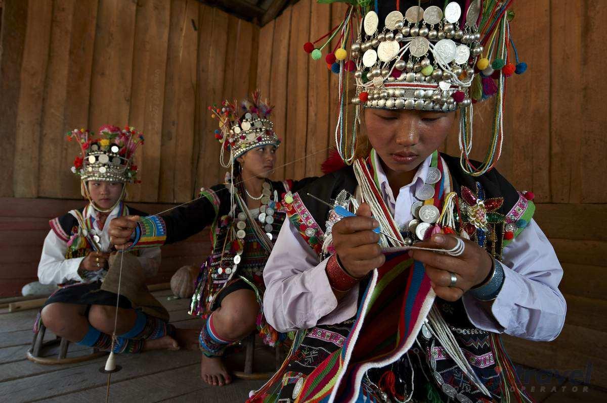 Laos, Luang Nam Tha, Muang Sing, Akha ethnic tribe woman