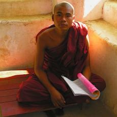 BIRMANIA Road to Mandalay: crociera fluviale di lusso lungo l'Irrawaddy   viaggio ruby group viaggi individuali tipologia viaggio siti unesco luxury experience estremo oriente birmania barche treni